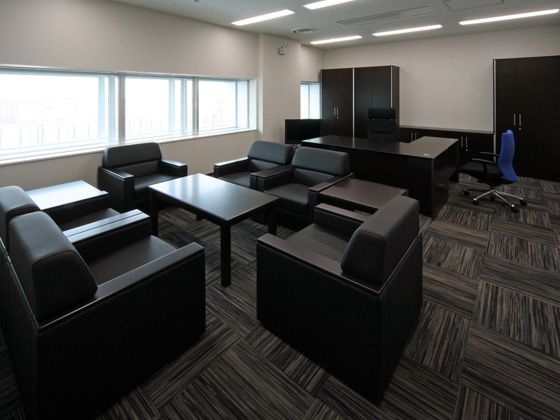 All Nippon Airways Co., Ltd. (ANA)/【Executive area】(Center Director's Office) A tranquil space with fully coordinated desk, chairs, reception set and wardrobe.