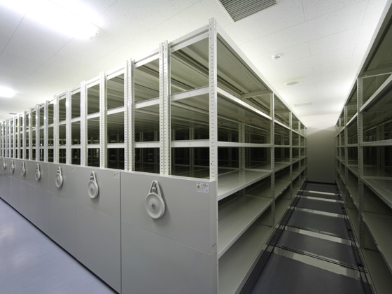 All Nippon Airways Co., Ltd. (ANA)/【Maintenance document storage room】The crank function raises storage capacity to the maximum extent.
