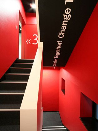 "TECHTUIT CO.,LTD/【Staircase】A stimulating red space. The ""together"" message leads to the ceiling."