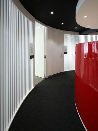 TECHTUIT CO.,LTD/【Shared hallway to office area】The hallway of the affiliate floor is designed to provide a sense for what is happening beyond the louvers.