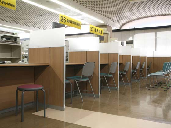 Yokohama City, Kanagawa Prefecture/【Naka Ward - Service counter】Counter dividing panels can be moved or removed.