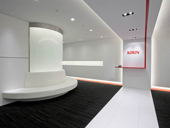 Kirin Kyowa Foods Company, Limited/【Entrance area】(Entrance area 1) A simple entrance accented with Kirin Red.