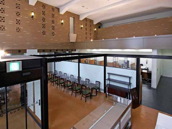 The Hokkoku Bank, Ltd./【Café】The open, high-ceilinged space conveys the feel of the early Showa period.