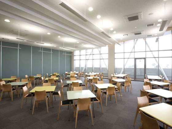 COSMO SYSTEM, inc/【Community room】The pale-toned, wood-grained furniture cheerfully ties the space together.