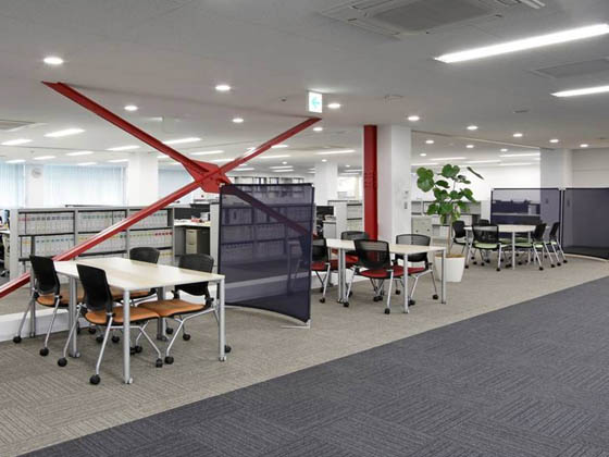 ABB Bailey Japan/【Discussion space】The braces for earthquake-proofing are part of the office design.