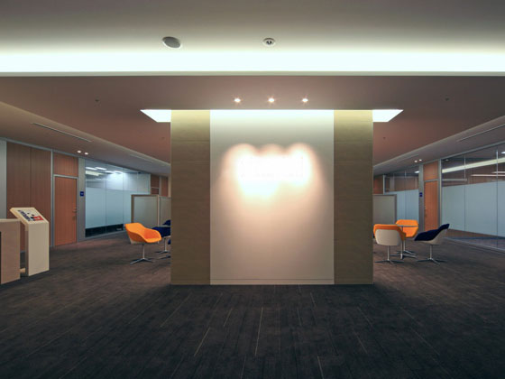 General Materials Manufacturer/【Entrance area】Reception space for general visitors is open and airy.