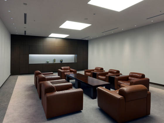 General Materials Manufacturer/【Executive area】A reception room within the executive area. The decorative walls double as storage.