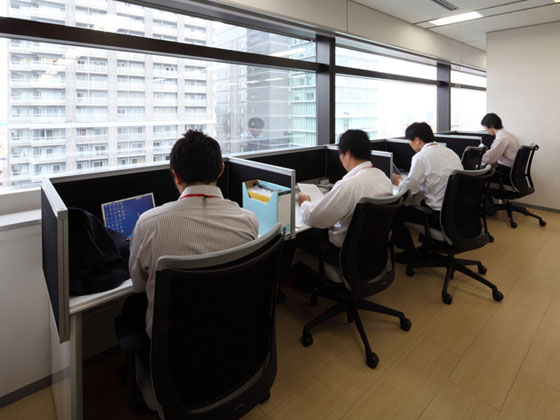 KAGOME CO., Ltd./【Office area】This concentration space is perfectly suited to intense work by individuals.