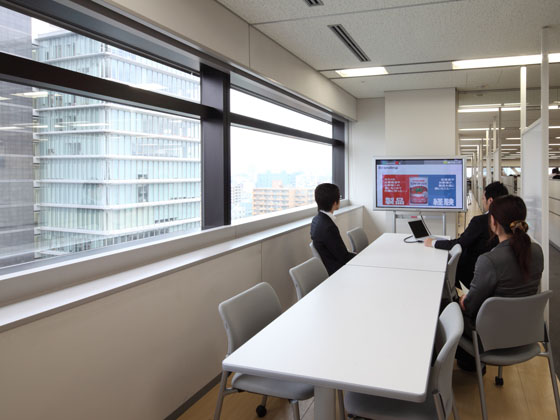 KAGOME CO., Ltd./【Communication area】Meeting space was put close to the office area.