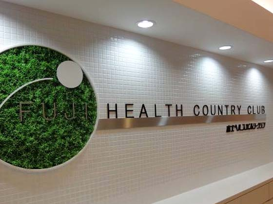 Fuji Health Country Club/【Logo sign】The logo was also redesigned. The green logo sign enlivens the mood of the space.