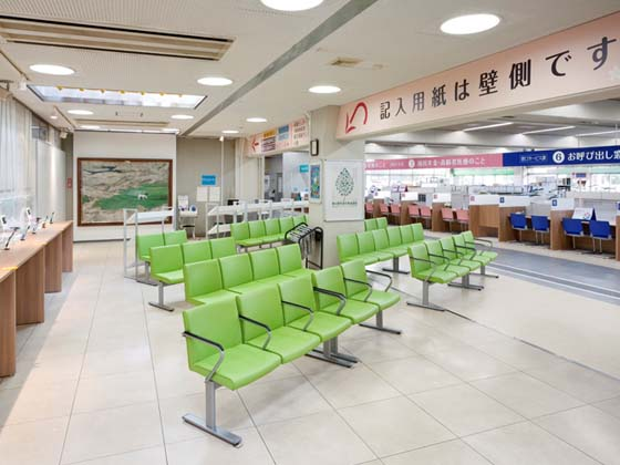 Yotsukaido City /【Waiting space】This bright and pleasant waiting lobby makes waiting more enjoyable.