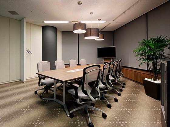 Global Knowledge Network Japan, Ltd./【'GROWTH' meeting room】Meeting rooms allows for video conferencing in a relaxed atmosphere.