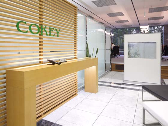 Cokey Co., Ltd./【Entrance area】(Entrance area) Produces a healing effect with an aquarium panel.