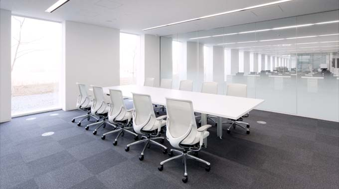 "Nippon Suisan Kaisha, Ltd./【Meeting rooms】The design aims for ""visualization"" with the partitions between the meeting rooms and the executive offices made of glass."