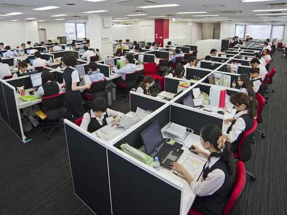 Plenus Company Limited/【Office area】An office environment in which everyone on the floor has wide view of the entire floor and can concentrate
