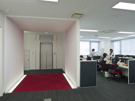Plenus Company Limited/【Office area (Office area-gate, OFF)】A mechanism for changing workers' mood using a gate (socializing mode)
