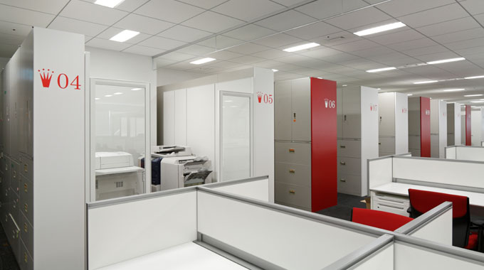 Triumph International (Japan) Ltd./【OA and storage area】The storage has been converted to a different use, so the difference in the height of the storage is hidden using side panels.