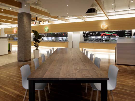Oki Electric Industry Co., Ltd./【Second floor big table】A big table using a solid tabletop and with a soft texture