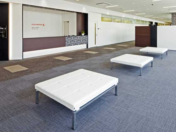 Fuji Xerox Learning Institute Inc./【Entrance area】This spacious area is relaxing for visitors.