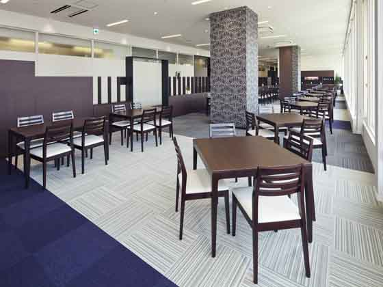 Fuji Xerox Learning Institute Inc./【Cafeteria】This is an open café with 76 seats. It also offers Korean tea.