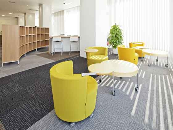 Fuji Xerox Learning Institute Inc./【Co-working space】The Rokko mountain range can be seen from the windows.