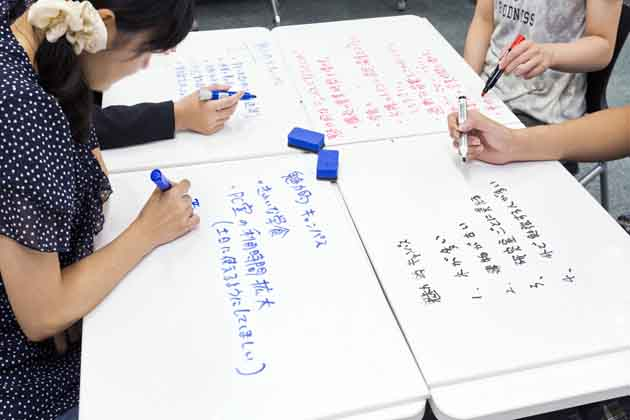 The University of Tokushima/【Idea creation】Using a personal white board