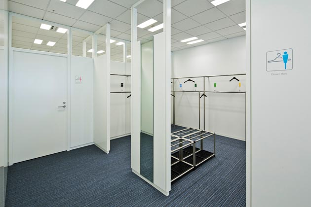Nippon Meat Packers, Inc./【Closet area】Space saving is realized with two-level pole hangers