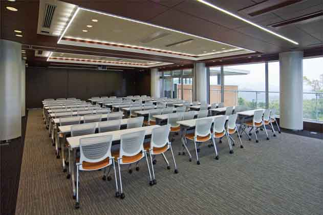 IT services company/【Large meeting room】The meeting room has movable furniture and is structured so that it can also be used for seminars