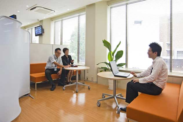 NTT West Kumamoto Branch/【Communication area】Supports creative work by offering a space in which people can relax