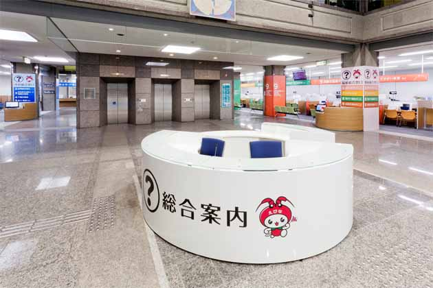 Ebina City, Kanagawa Prefecture/【Entrance area】The counter is movable so that this floor area can be used for events or at times of disaster