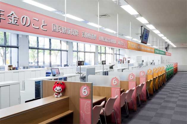Ebina City, Kanagawa Prefecture/【Counter area】The easy-to-understand color-coded counters are designed to ensure privacy