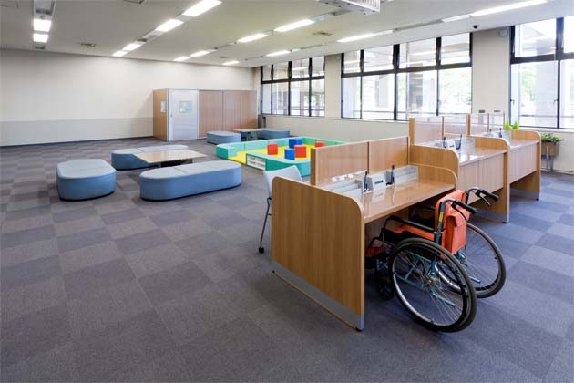 Ebina City, Kanagawa Prefecture/【Waiting area】There are enhanced services for users including writing counters designed for wheelchairs, kids' corners, nursing rooms, etc.