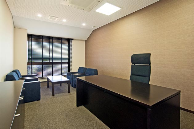SHIMADZU LIMITED/【Executive area】Takes advantage of the outside view and has an interior finished with Japanese-style decoration