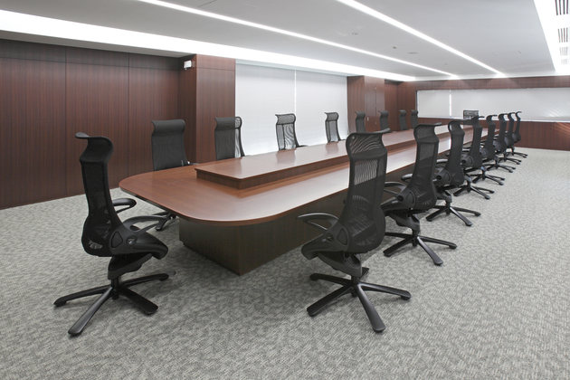 Fujitrans Corporation/【Executive conference room】An executive conference room with an open view of the sixth-floor office.