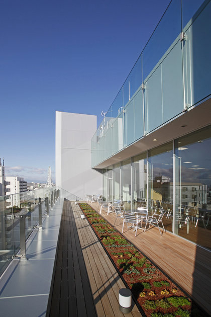 Fujitrans Corporation/【Terrace】Outdoor terraces are located on both sides of the cafeteria.
