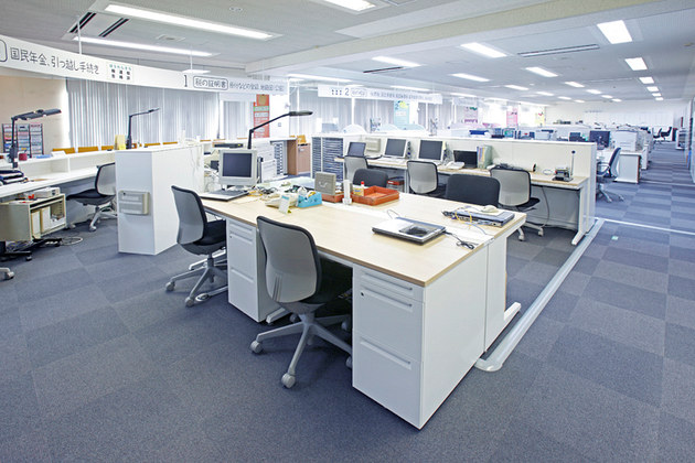 Town of Matsukawa in Nagano Prefecture/【Office area】To expand the lobby, more efficient use was made of work space.