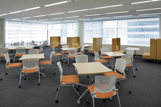 IBJ, Inc./【Communication area】This communication area can be used for multiple purposes because of the movable furniture.