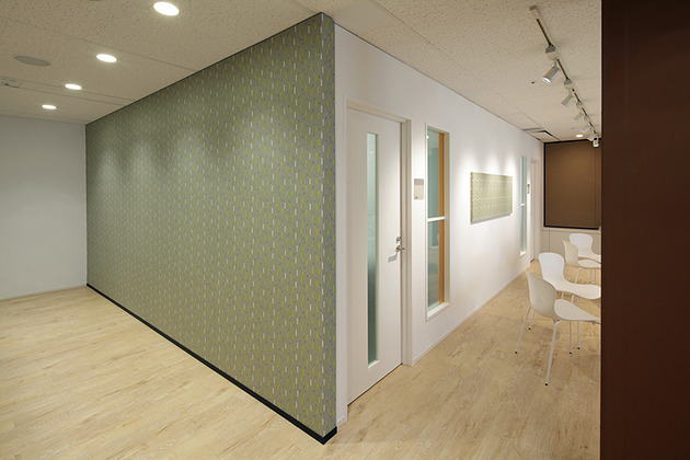 Pharmaceutical company/【Meeting rooms】Placement next to the lounge leads to exchanges of ideas across departments.