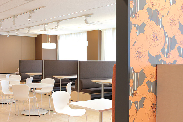Pharmaceutical company/【Lounge】Features an open and user-friendly atmosphere in relation to the work area.
