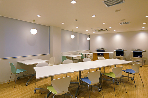 Showa University/【Copy corner】Can be moved to facilitate work tasks.