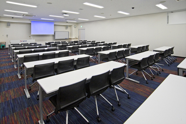 Mymy School Co., Ltd./【Classroom 1】This state-of-the-art classroom enables efficient learning with a fully equipped AV system.