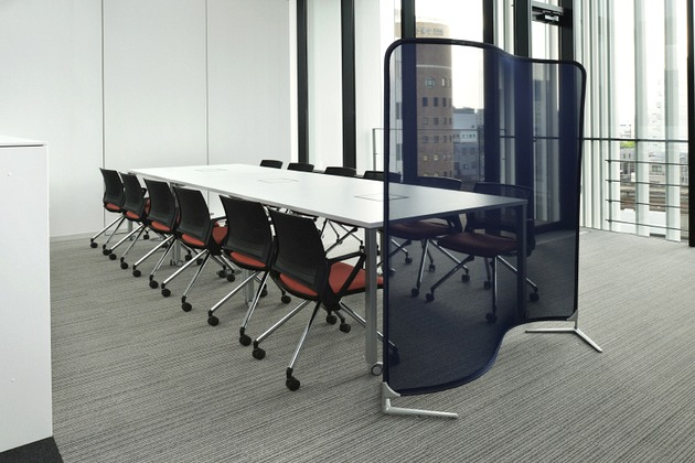 Sumitomo Wiring Systems, Ltd./【Communication area 2】A bright open space facing the open-ceiling area.