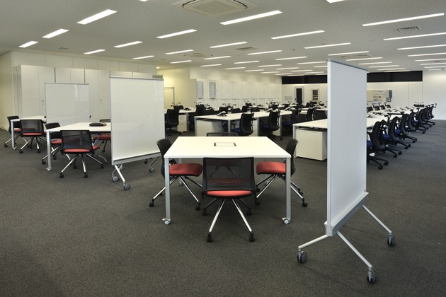 Sumitomo Wiring Systems, Ltd./【 Communication area 1】Common use of work desks and meeting tables.