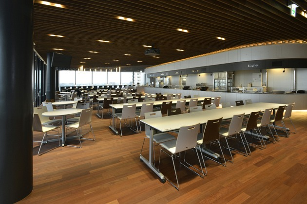 Sumitomo Wiring Systems, Ltd./【Cafeteria】This multipurpose space can be used for company events as well as meals.