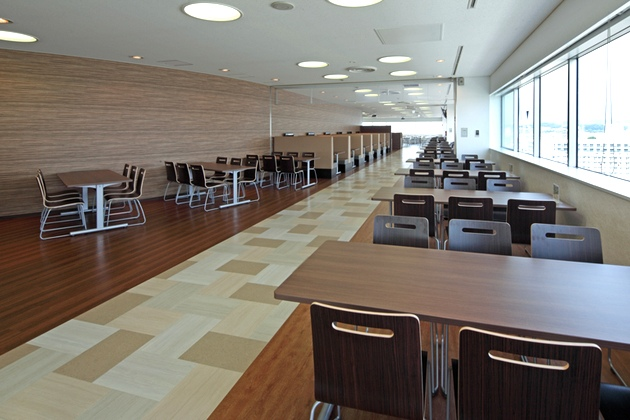 Sony Corporation/【Central area】This area has a calm atmosphere with dark brown wood grain as the keynote color.