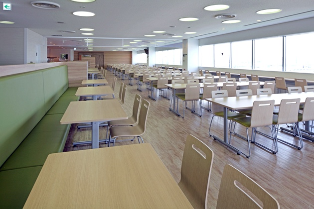 Sony Corporation/【Mountain-side area】With a nod towards Mount Oyama, bright wood grain and green are used.
