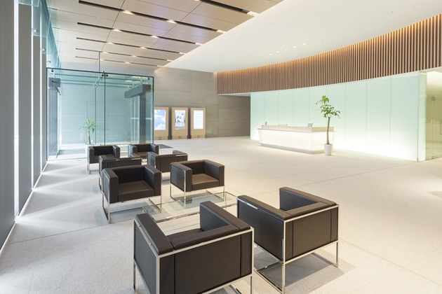 The Niigata Nippo Co., Ltd./【Entrance area】The Niigata Nippo reception area was established separate from the main entrance.