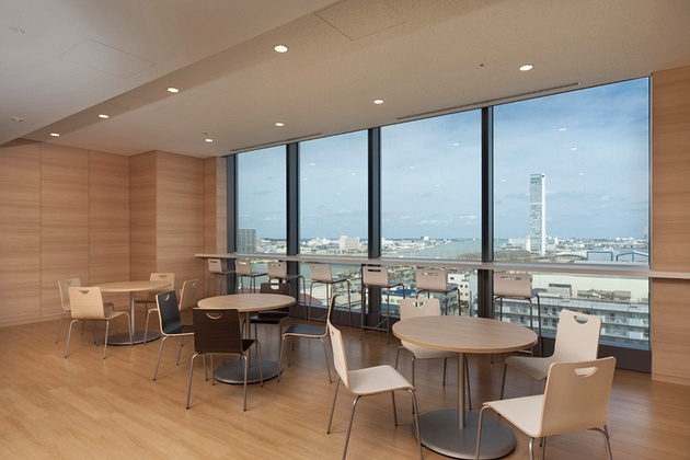The Niigata Nippo Co., Ltd./【Refresh area】In the refresh area, personnel can enjoy the view while taking a break from work.