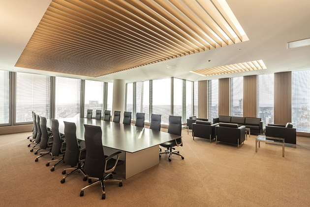 The Niigata Nippo Co., Ltd./【Executive area】On clear days, Sado Island can be seen from this special meeting room.