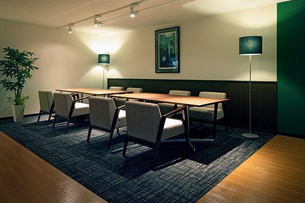 Fujita Pharmaceutical Co., Ltd./【Lounge】The ceiling height is lower than is used for general work seating.